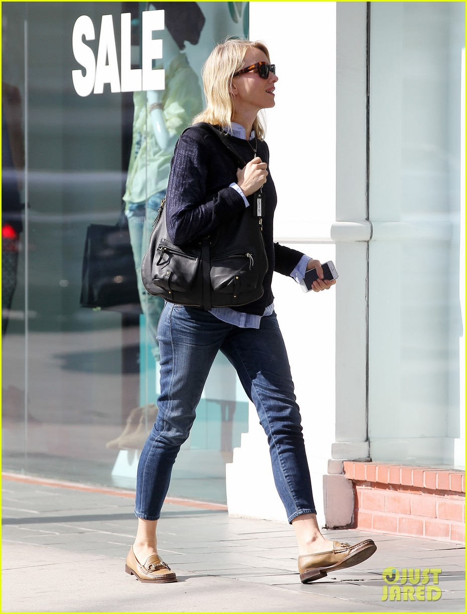naomi watts keeps busy in brentwood 03