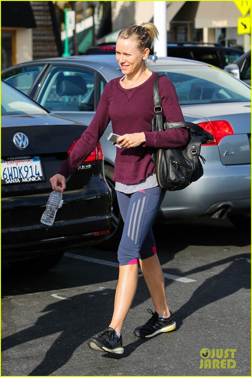 naomi watts keeps busy in brentwood 053039317