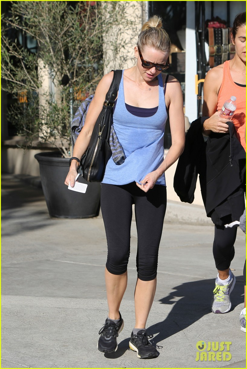 naomi watts keeps busy in brentwood 133039325