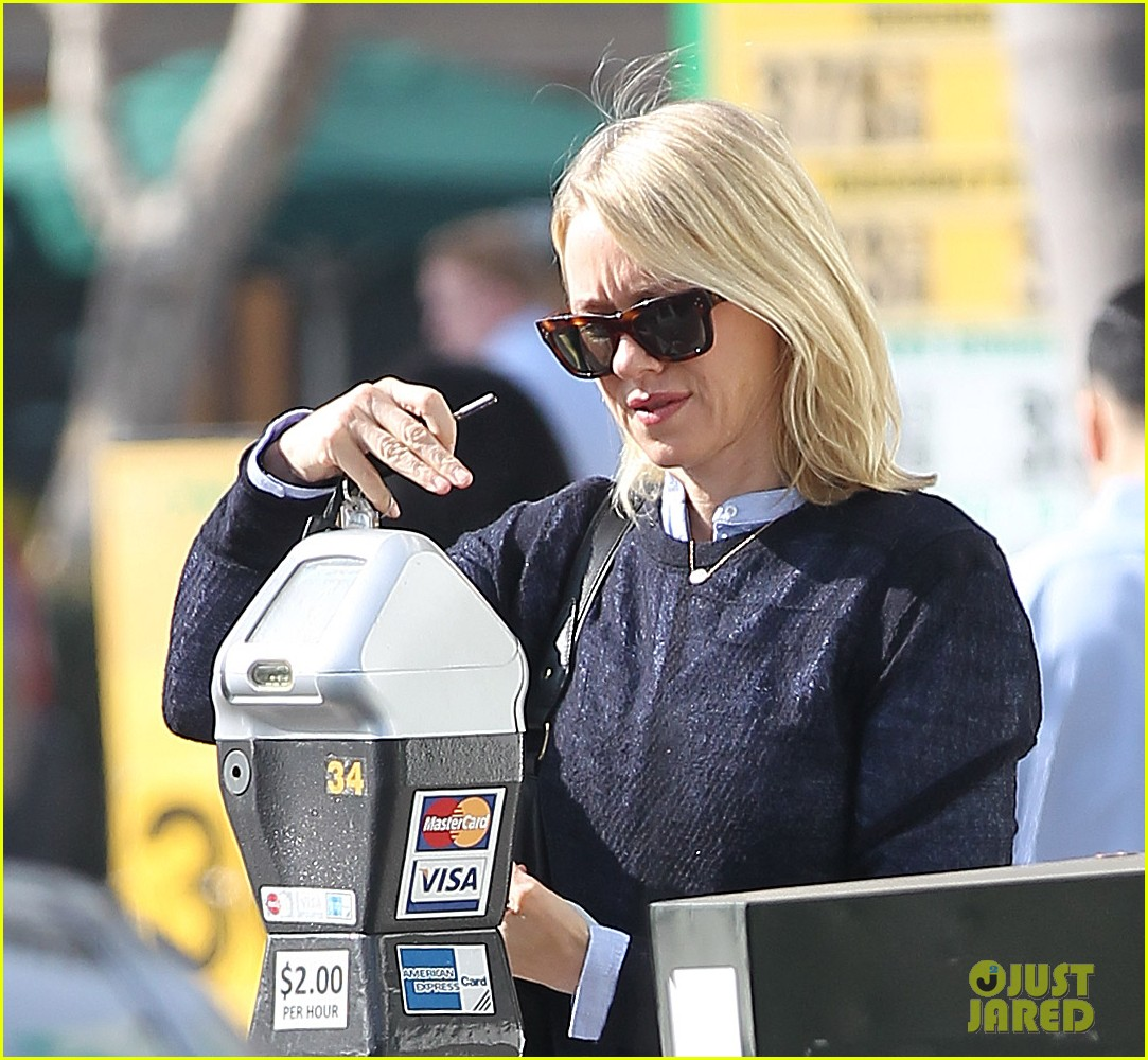 naomi watts keeps busy in brentwood 173039329