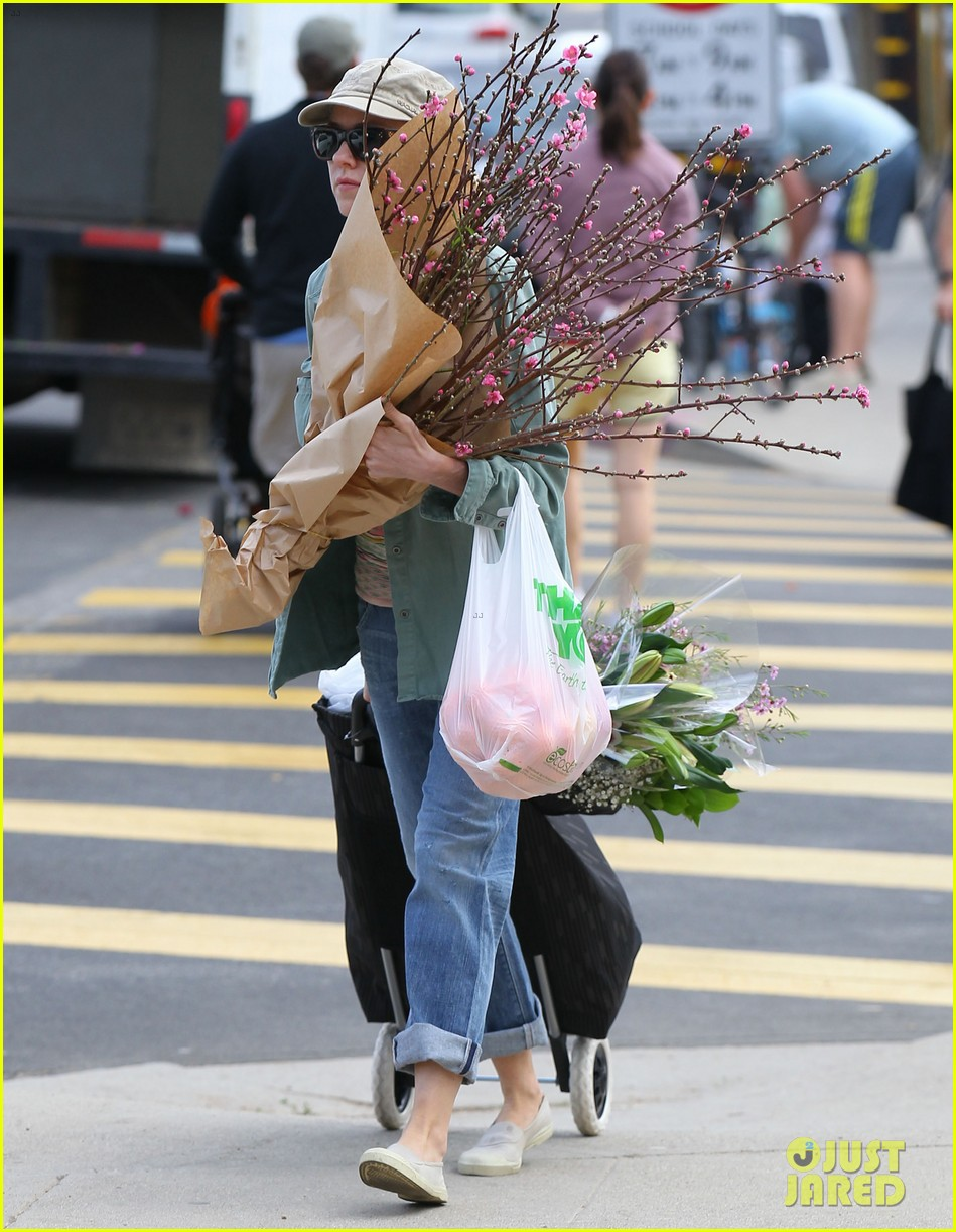 naomi watts farmers marker shopper 093037030