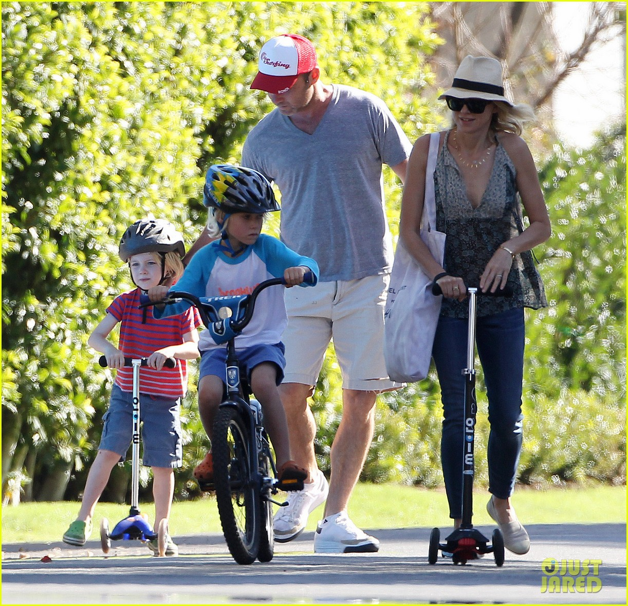 naomi watts liev schreiber run after the kids at the park 033023608