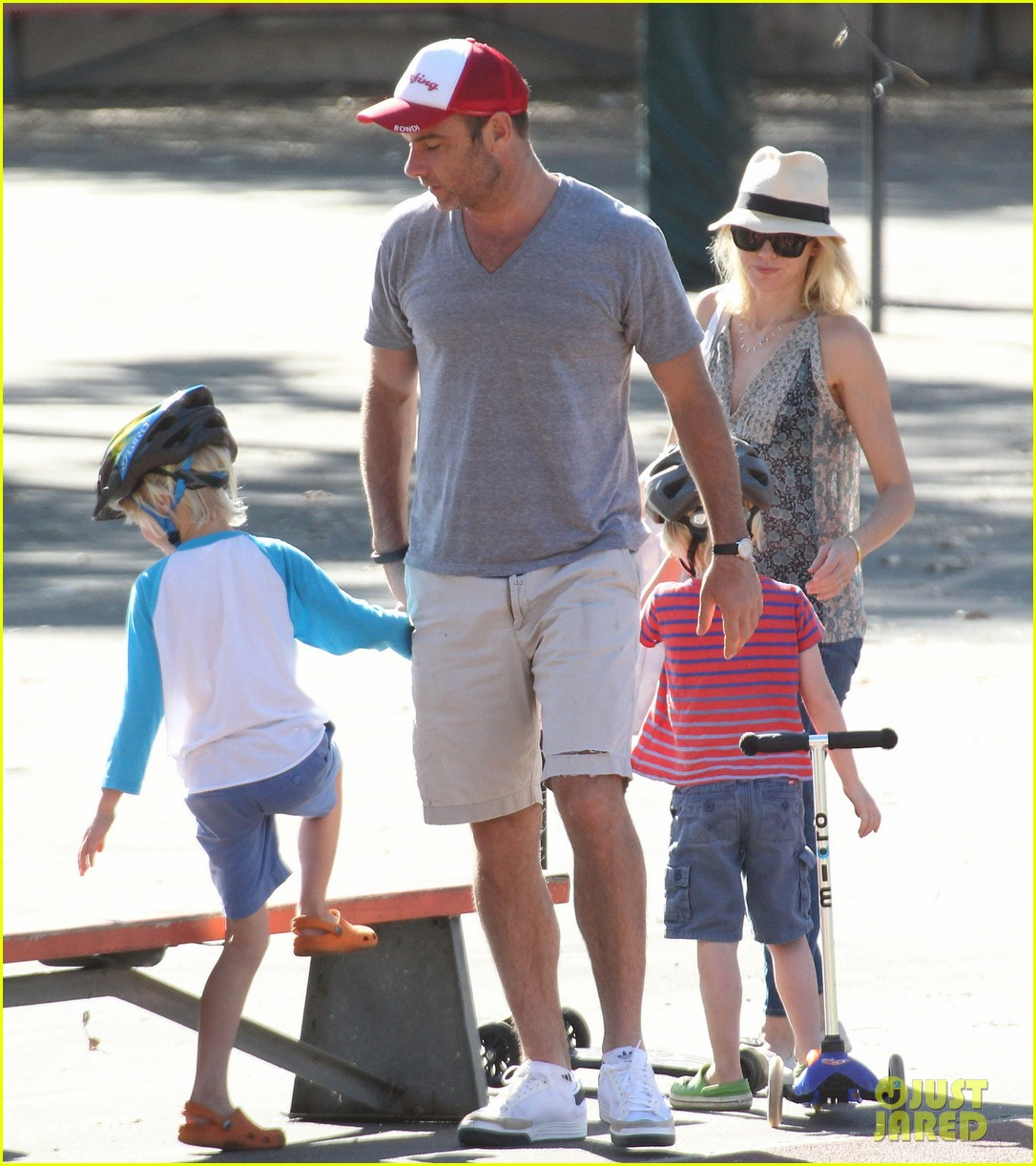 naomi watts liev schreiber run after the kids at the park 143023619