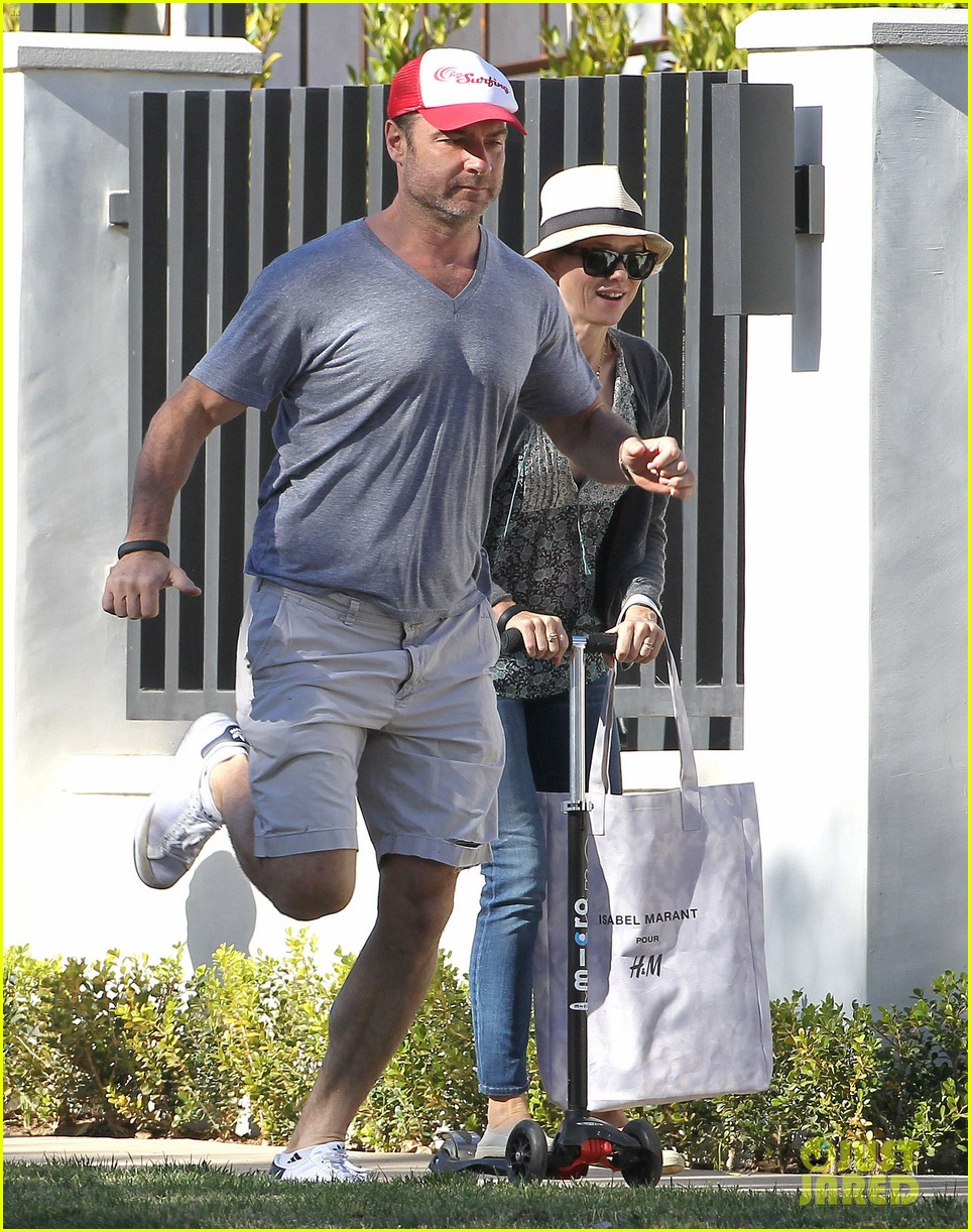 naomi watts liev schreiber run after the kids at the park 193023624