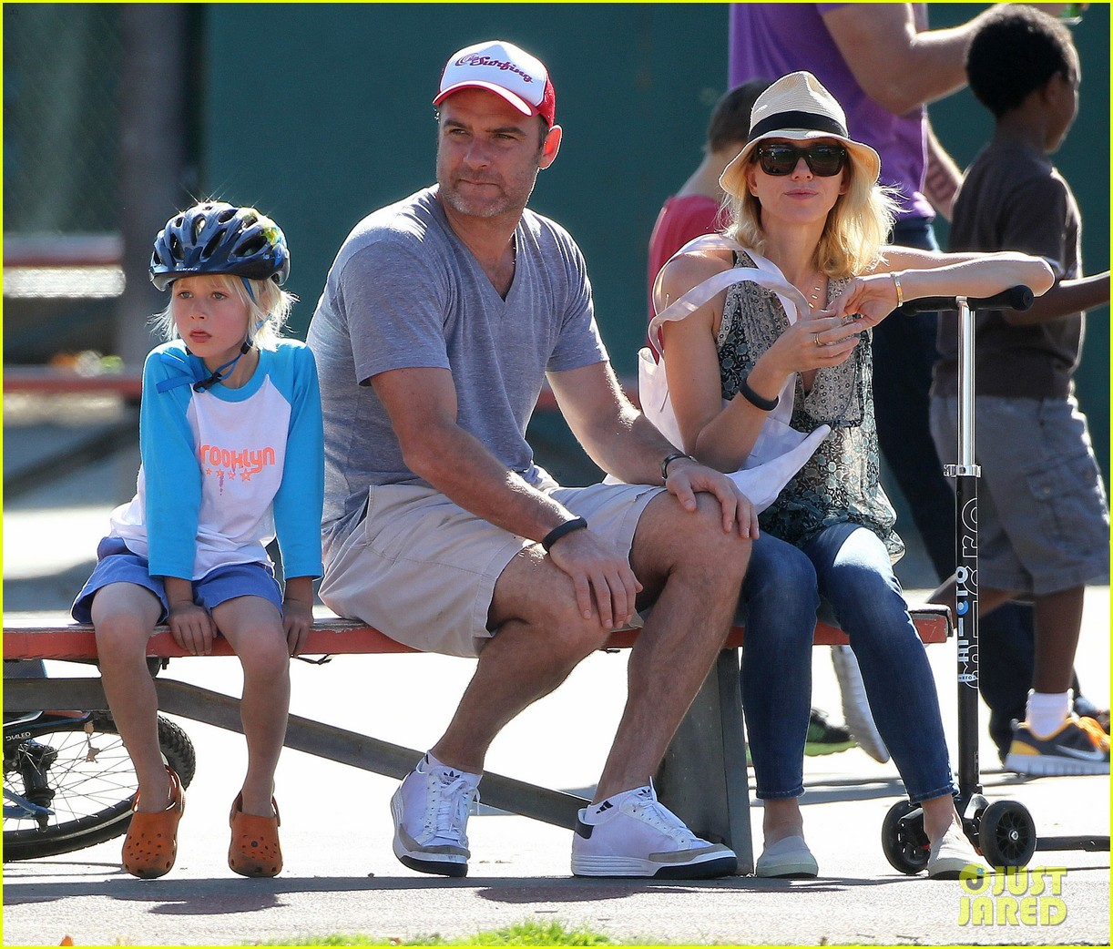 naomi watts liev schreiber run after the kids at the park 263023631