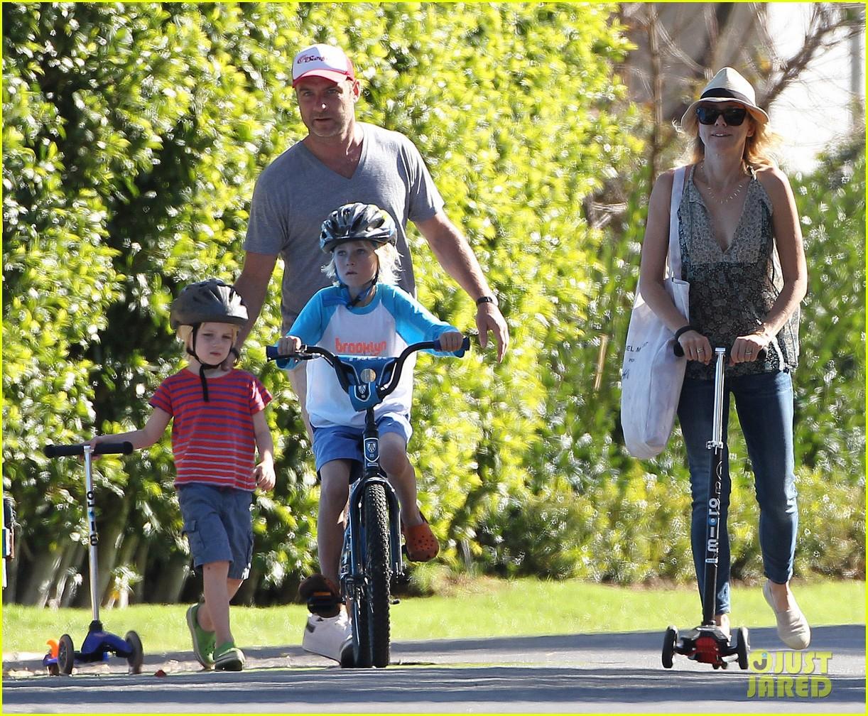 naomi watts liev schreiber run after the kids at the park 293023634