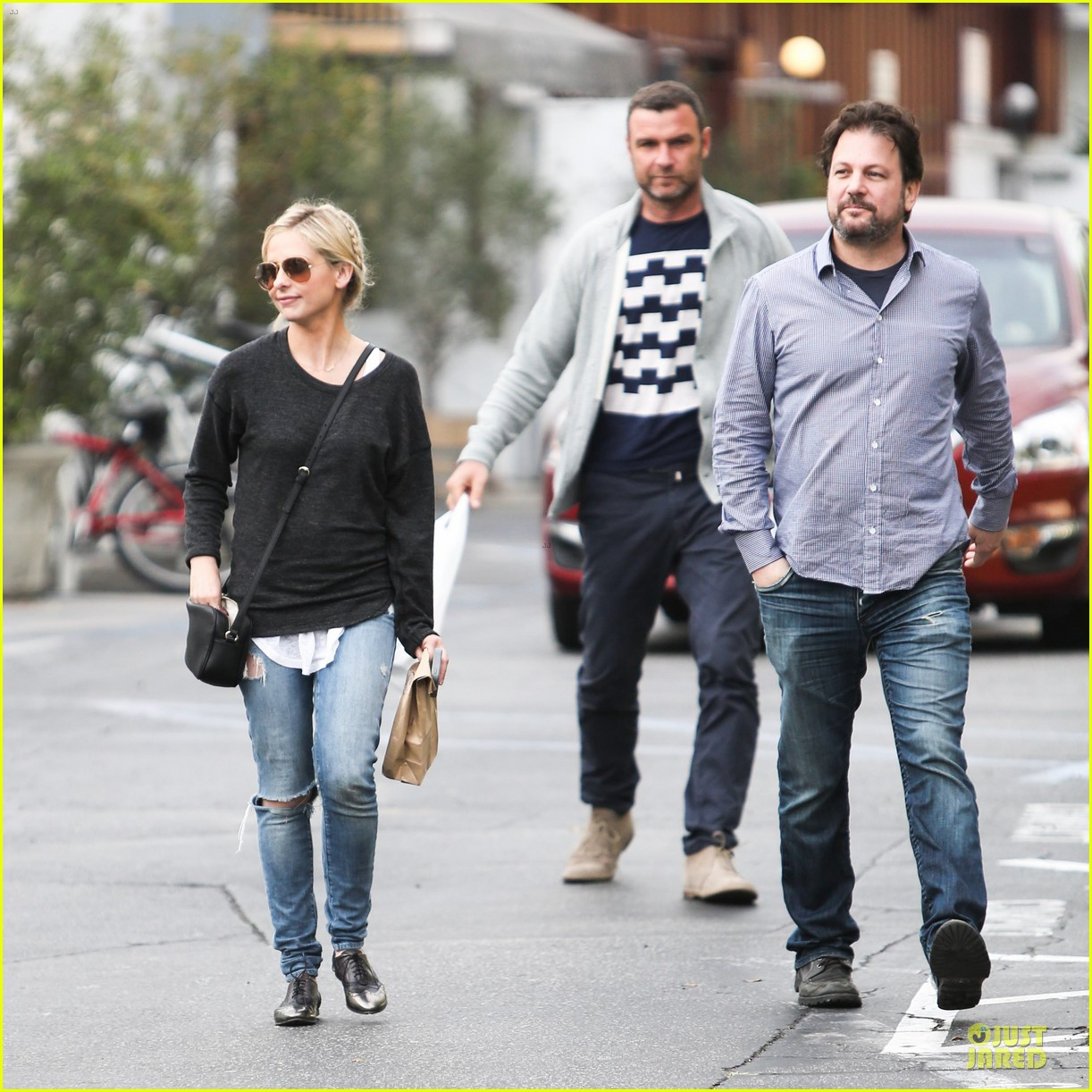 naomi watts liev schreiber grabs lunch with sarah michlle gellar 27