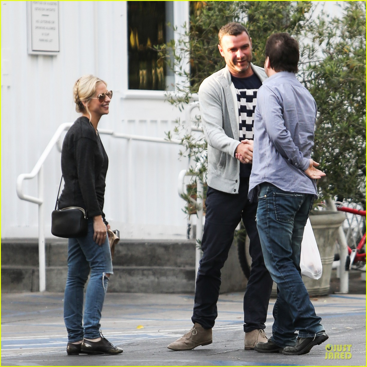 naomi watts liev schreiber grabs lunch with sarah michlle gellar 28