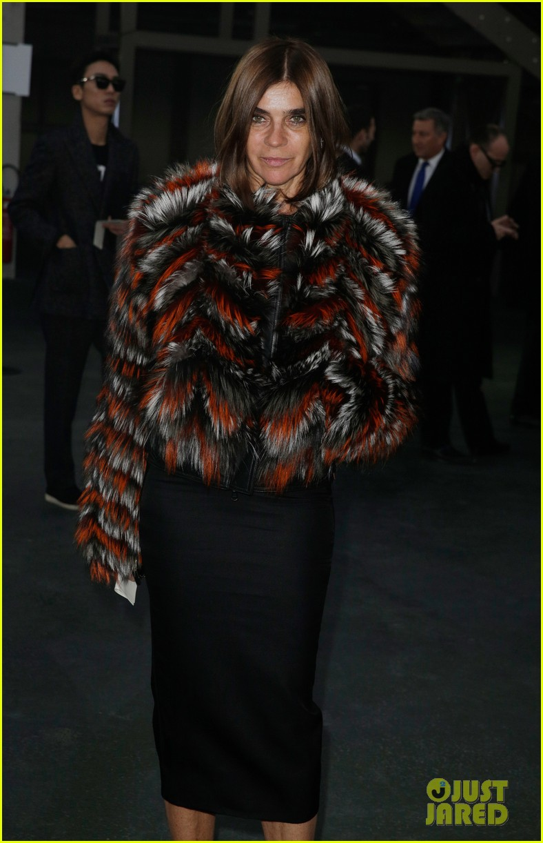 kanye west noomi rapace givenchy fashion show 093033633