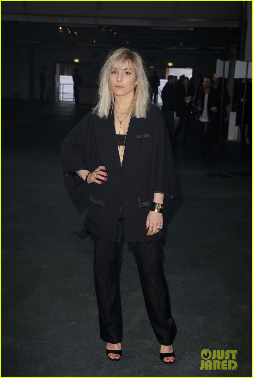 kanye west noomi rapace givenchy fashion show 153033639
