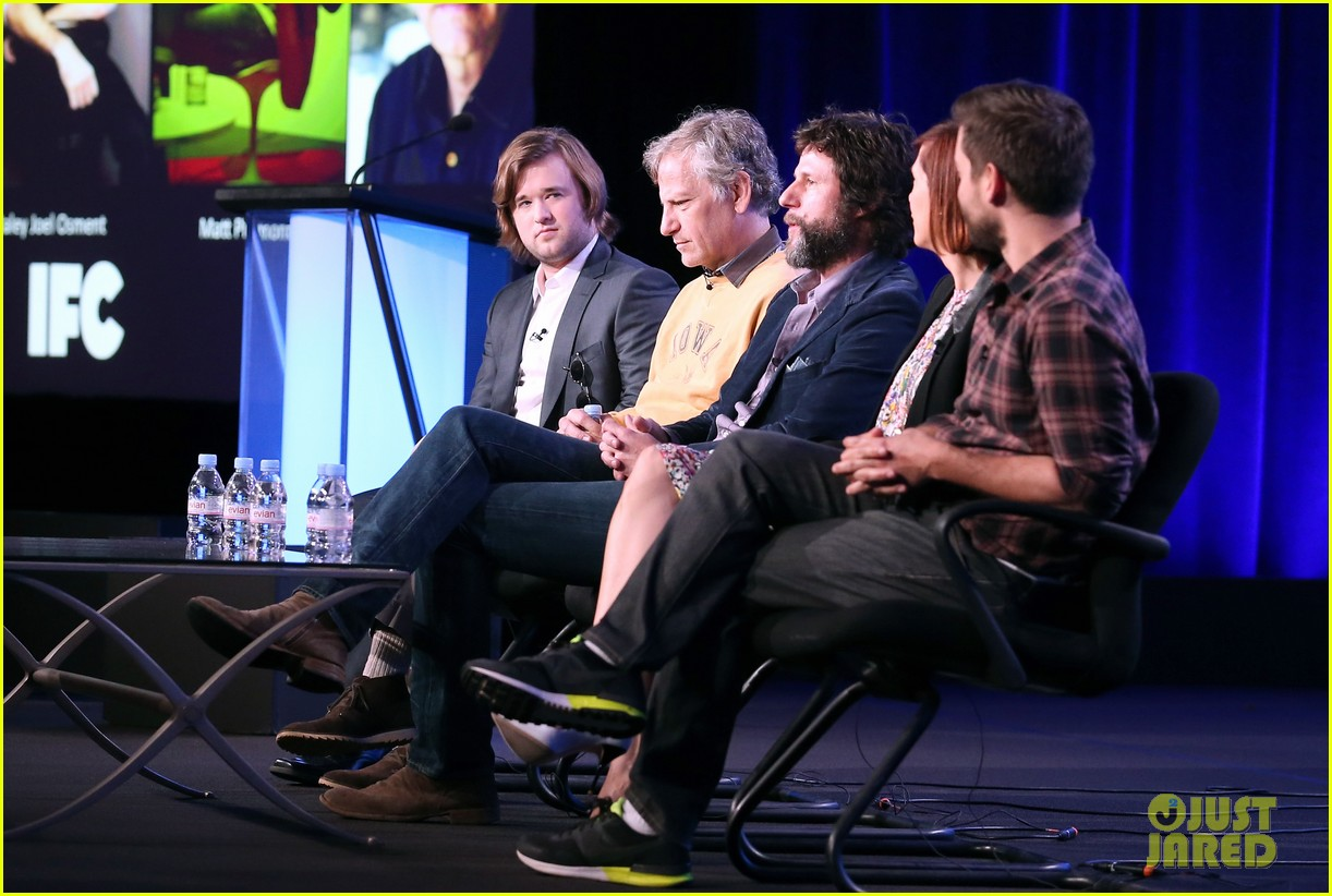 kristen wiig tobey maguire spoils of babylon tca panel 153026430