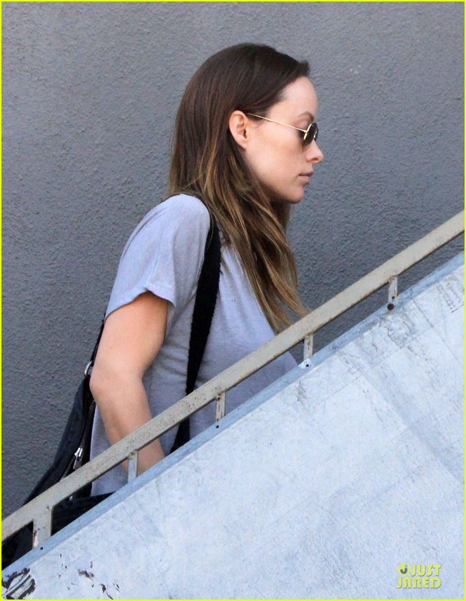 olivia wilde im very happy to see rain in la 093043376