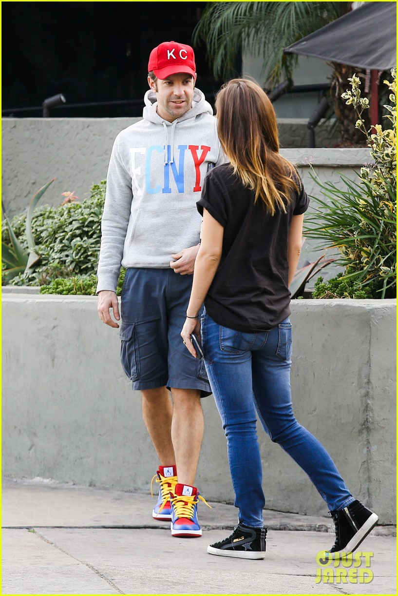 olivia wilde basketball game date with jason sudeikis 103035665