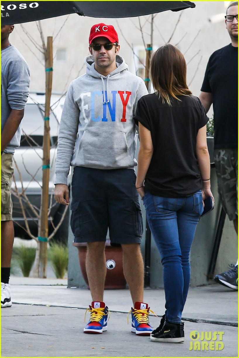 olivia wilde basketball game date with jason sudeikis 143035669