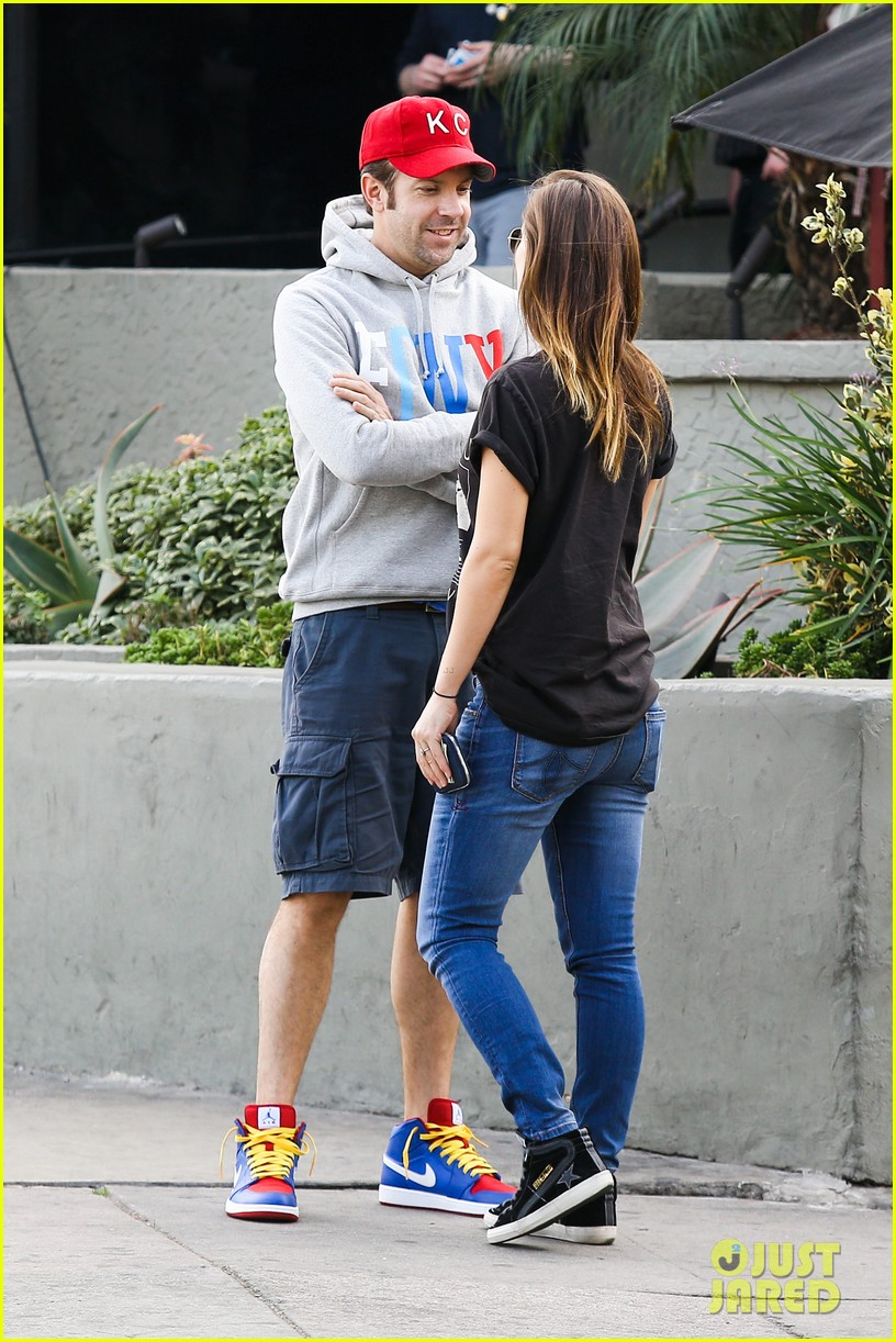 olivia wilde basketball game date with jason sudeikis 193035674