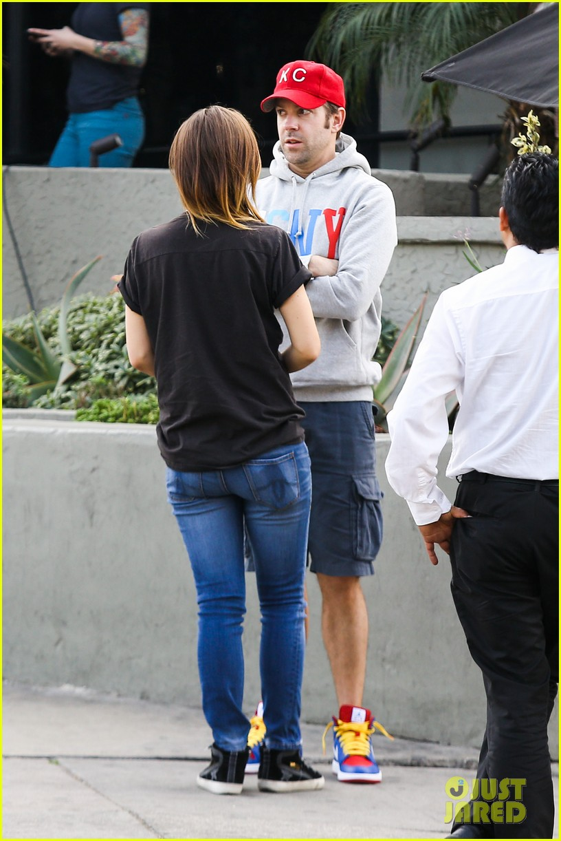 olivia wilde basketball game date with jason sudeikis 233035678