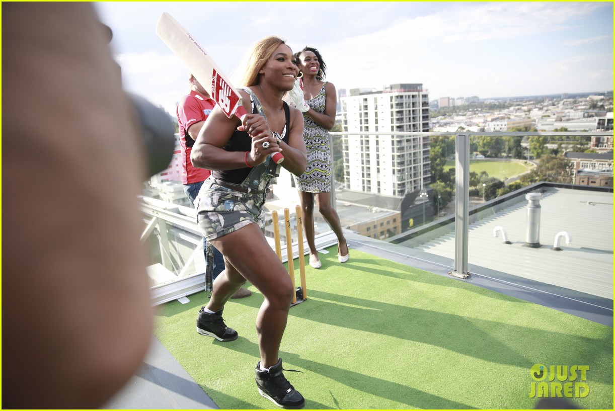 venus serena williams play cricket with the pros 043026370