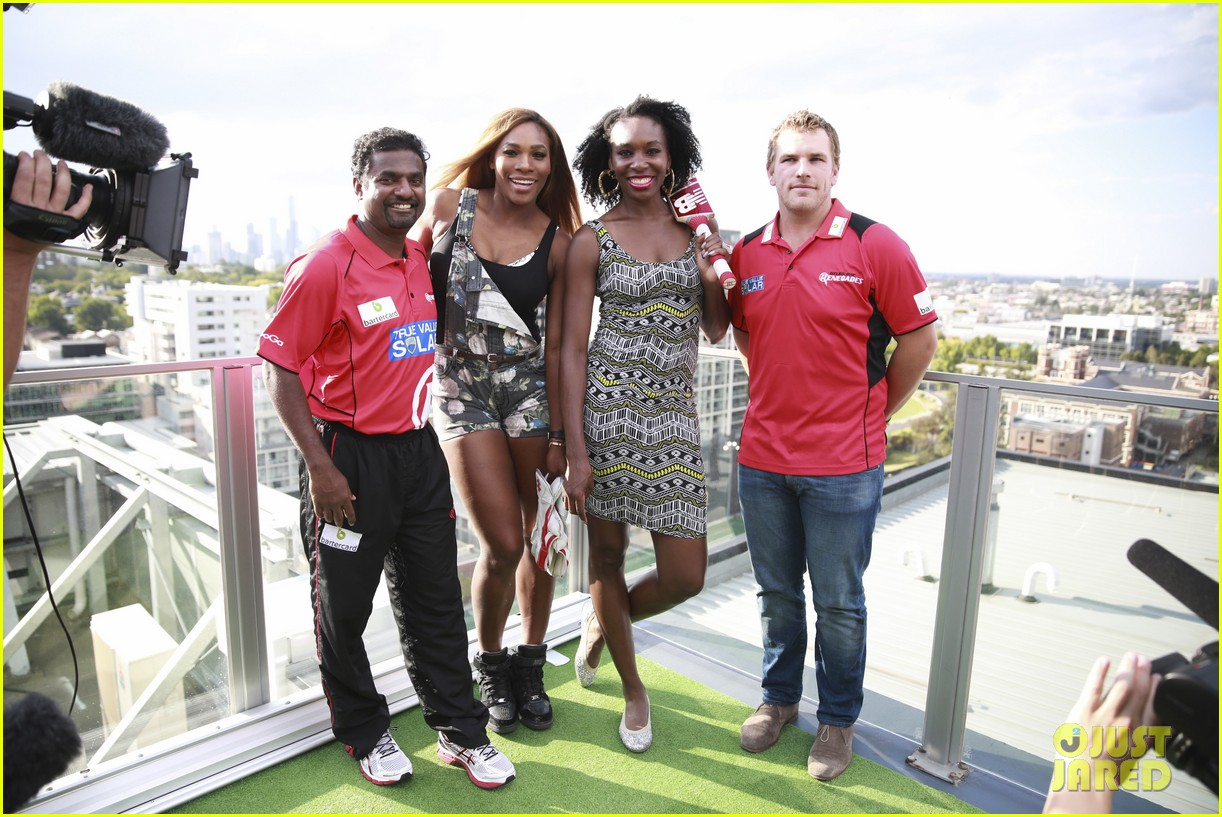 venus serena williams play cricket with the pros 053026371