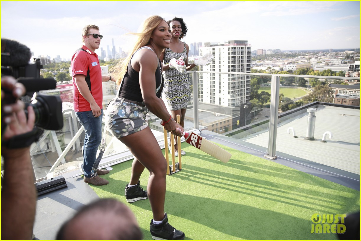 venus serena williams play cricket with the pros 143026380