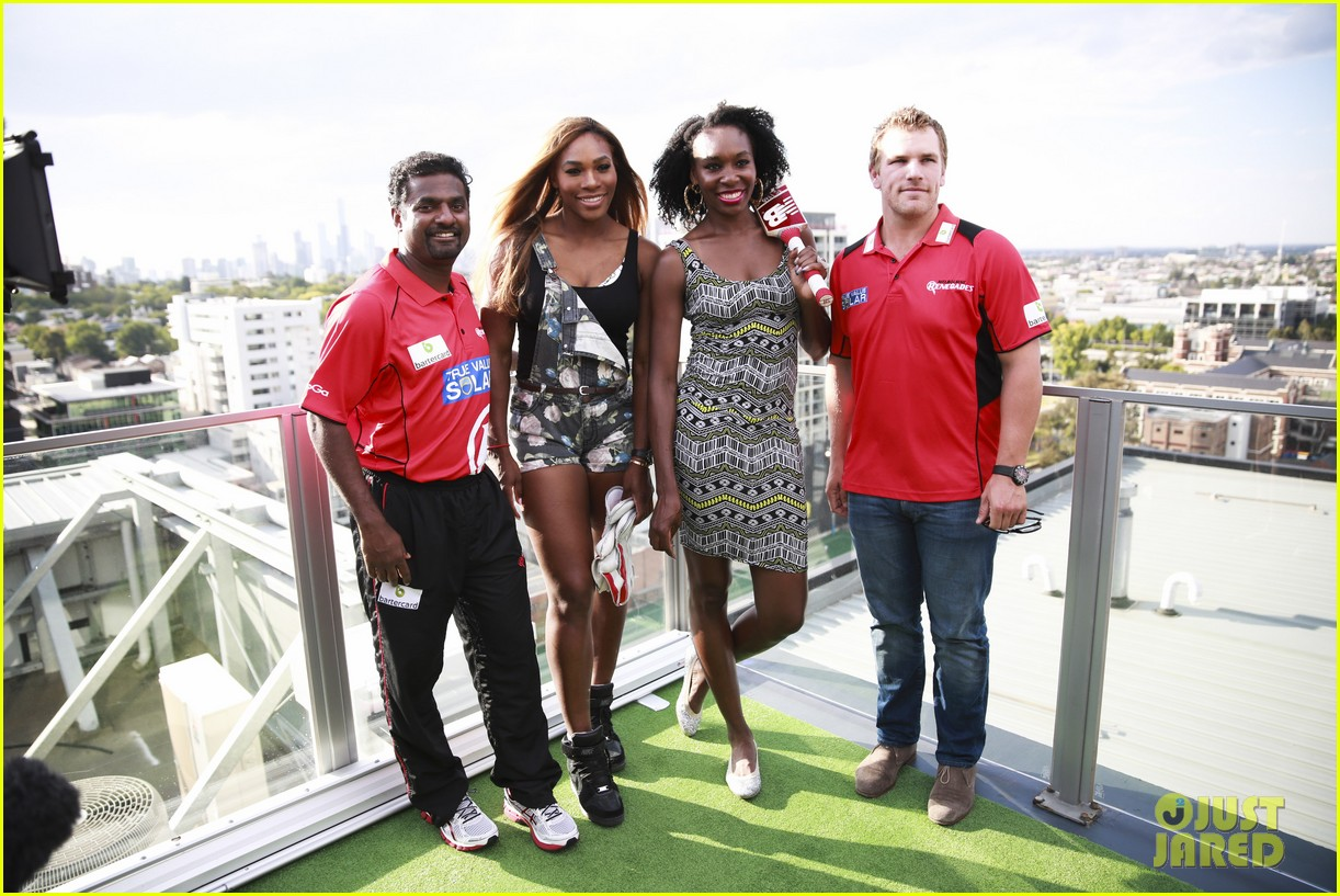 venus serena williams play cricket with the pros 163026382