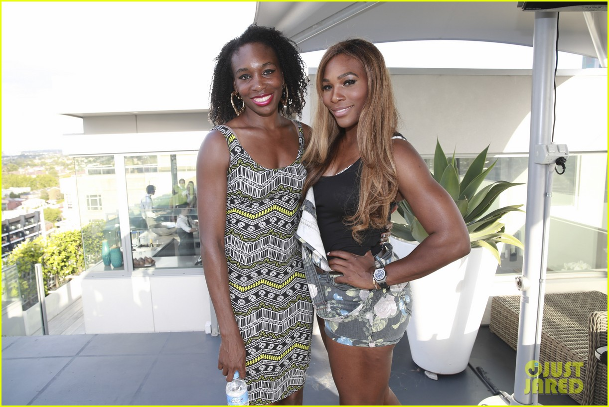 venus serena williams play cricket with the pros 173026383