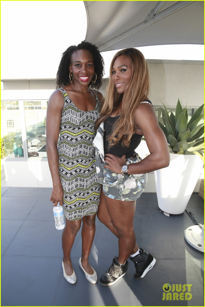 venus serena williams play cricket with the pros 183026384