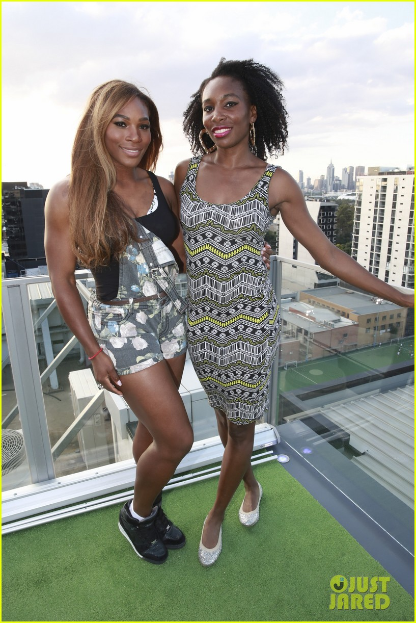 venus serena williams play cricket with the pros 193026385