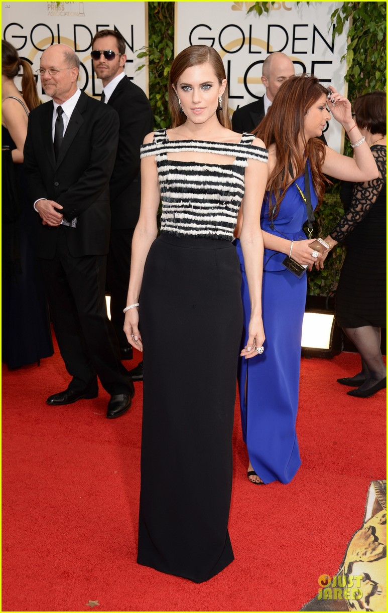 allison williams zosia mamet golden globes 2014 013029602