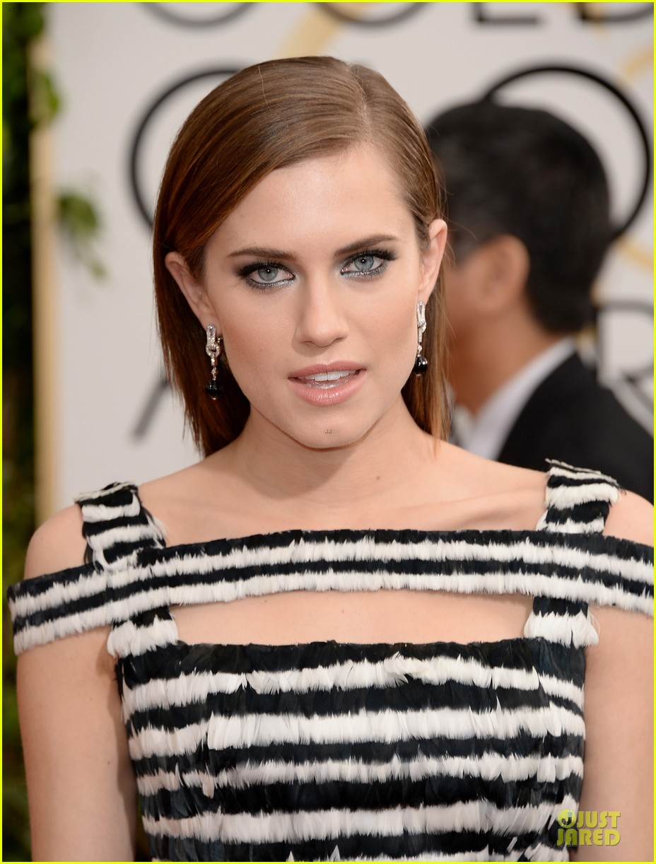 allison williams zosia mamet golden globes 2014 023029603