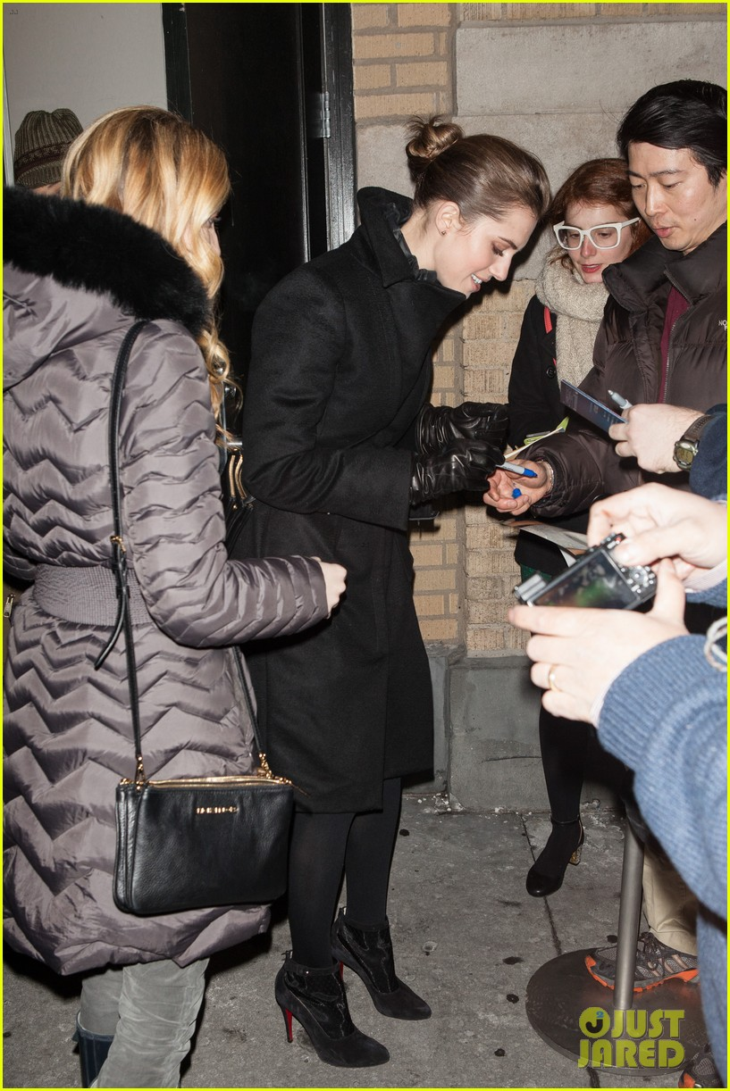 allison williams meet the actors at apple store in nyc 033039241