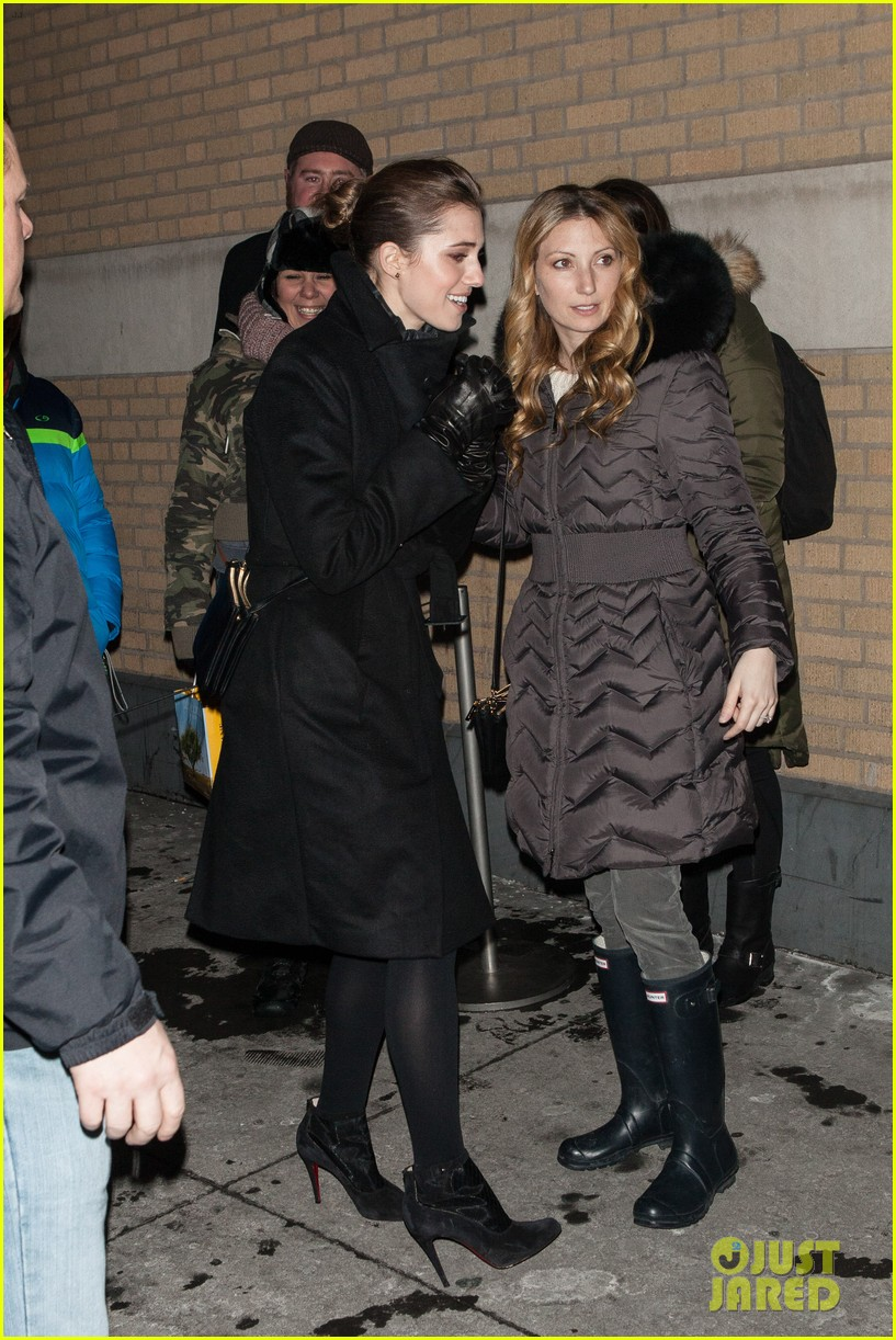 allison williams meet the actors at apple store in nyc 083039246