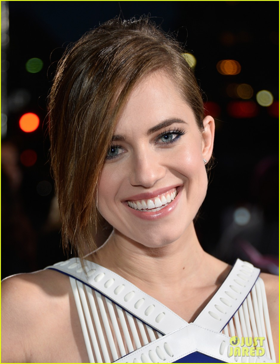 allison williams peoples choice awards 2014 red carpet 023025513