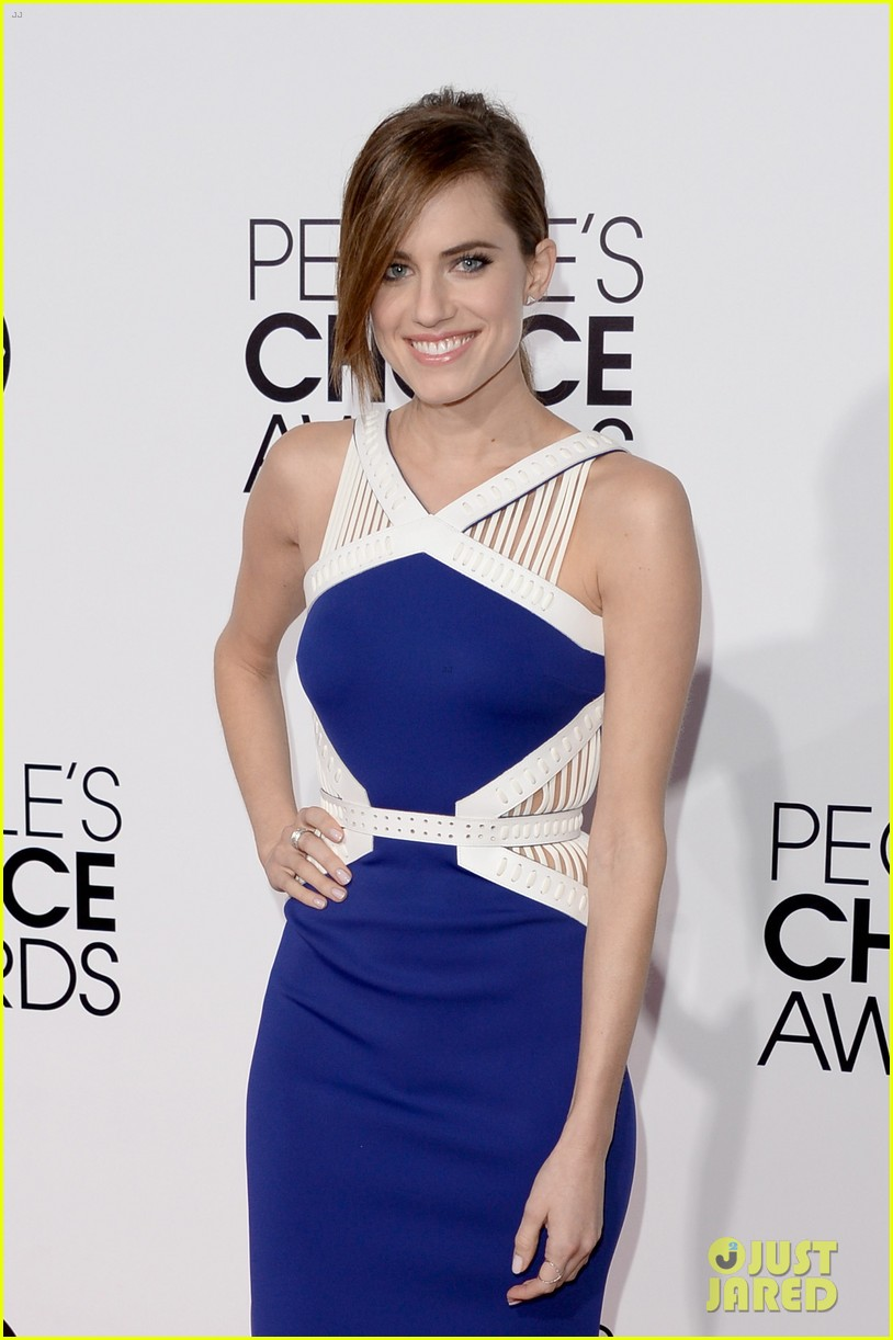 allison williams peoples choice awards 2014 red carpet 063025517