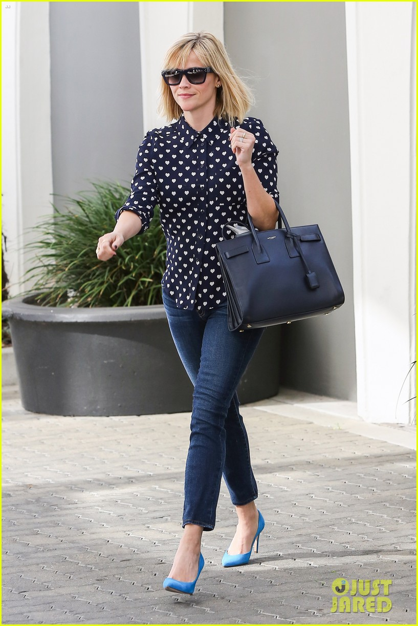 reese witherspoon keeps busy with shopping meetings 013038827