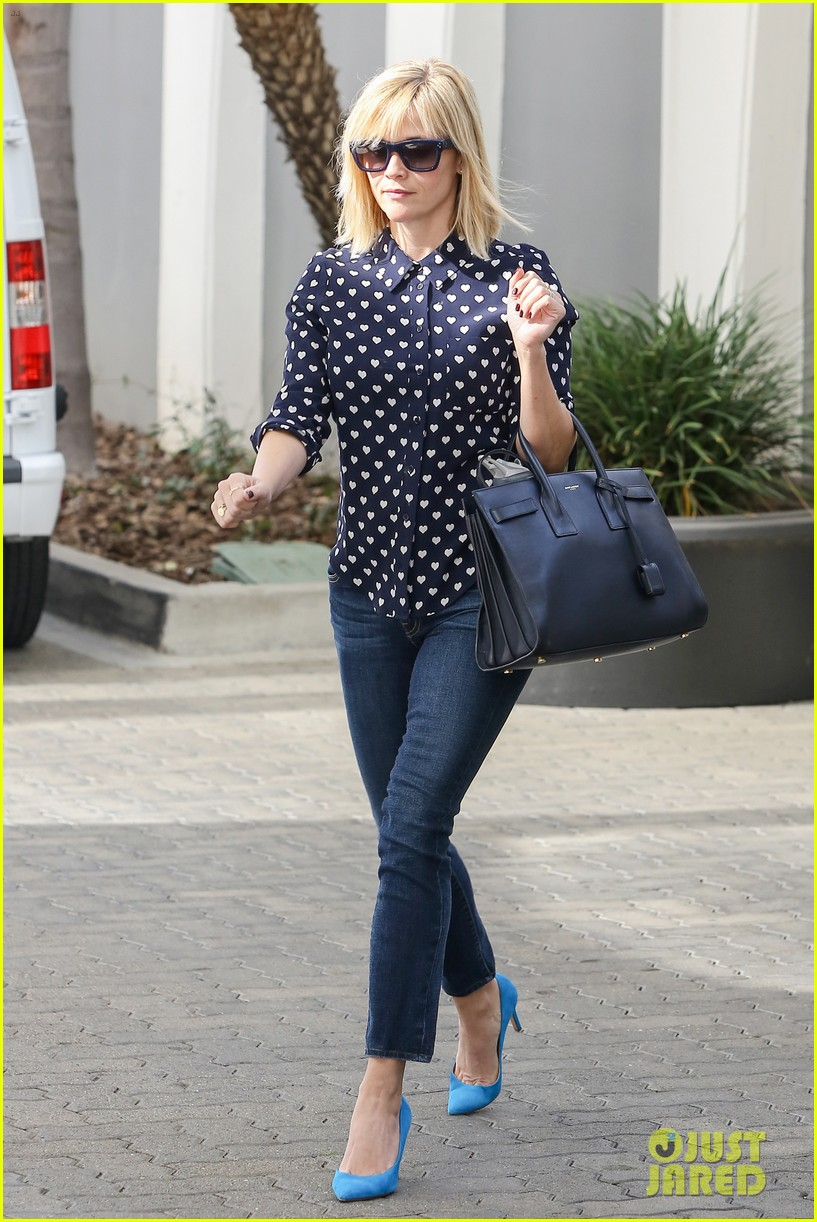 reese witherspoon keeps busy with shopping meetings 083038834
