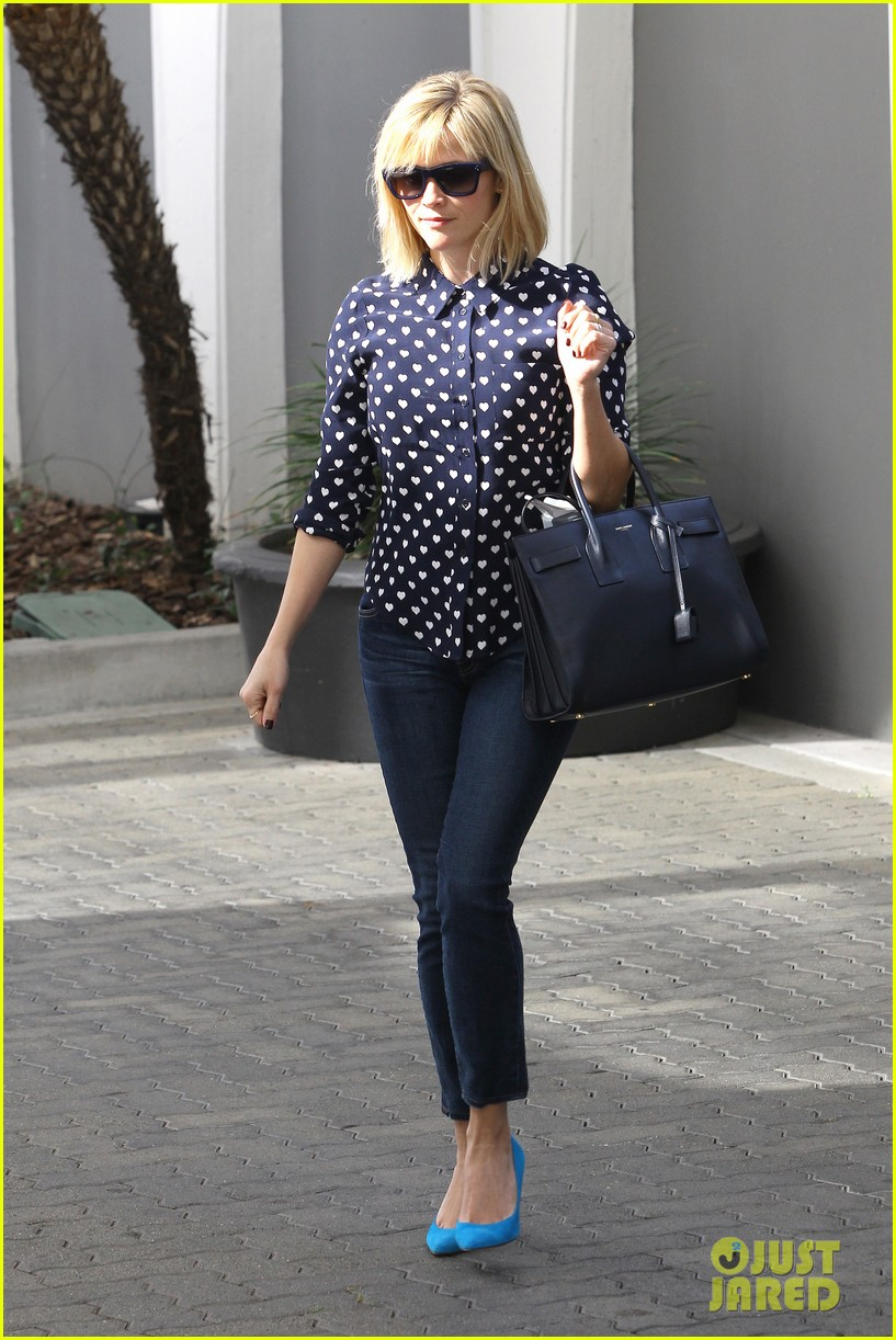 reese witherspoon keeps busy with shopping meetings 12