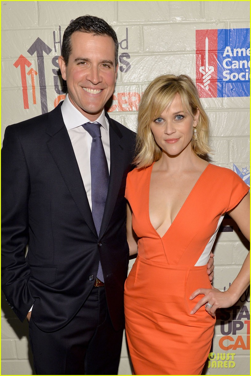 reese witherspoon hostess with the mostess for stand up to cancer 023043235