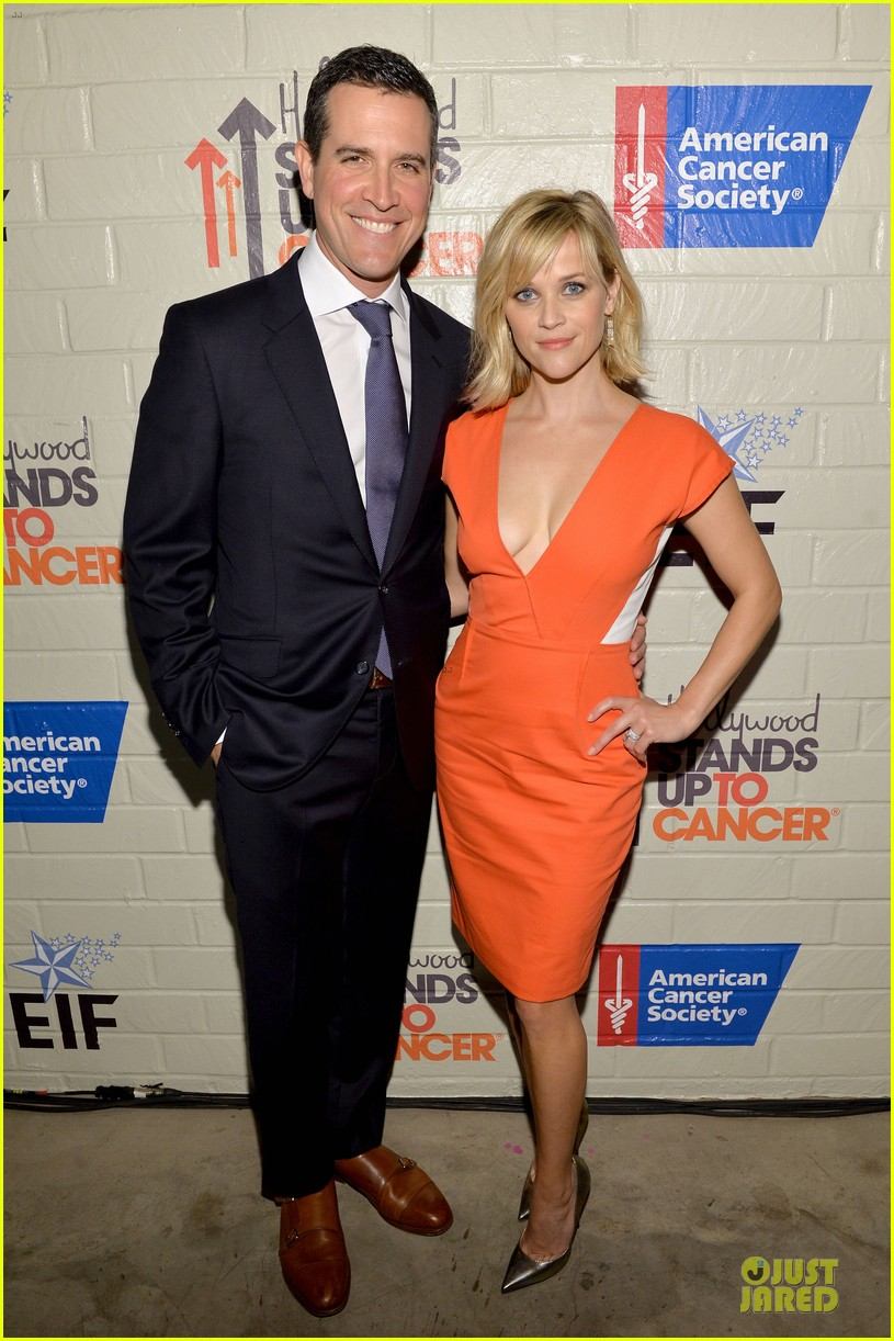reese witherspoon hostess with the mostess for stand up to cancer 033043236