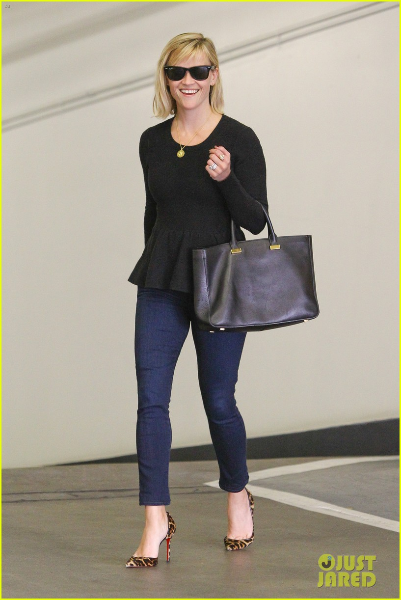 reese witherspoon no longer attached to the intern movie 013032354
