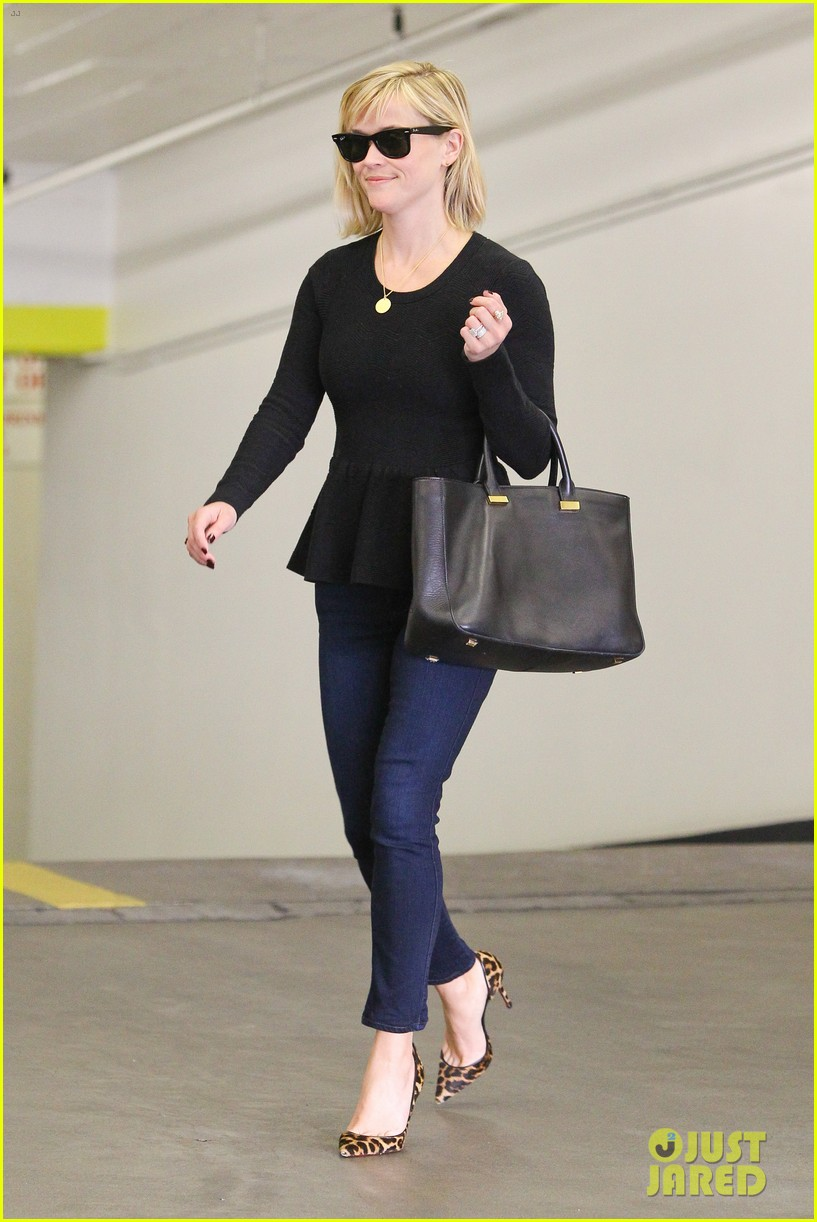 reese witherspoon no longer attached to the intern movie 053032358