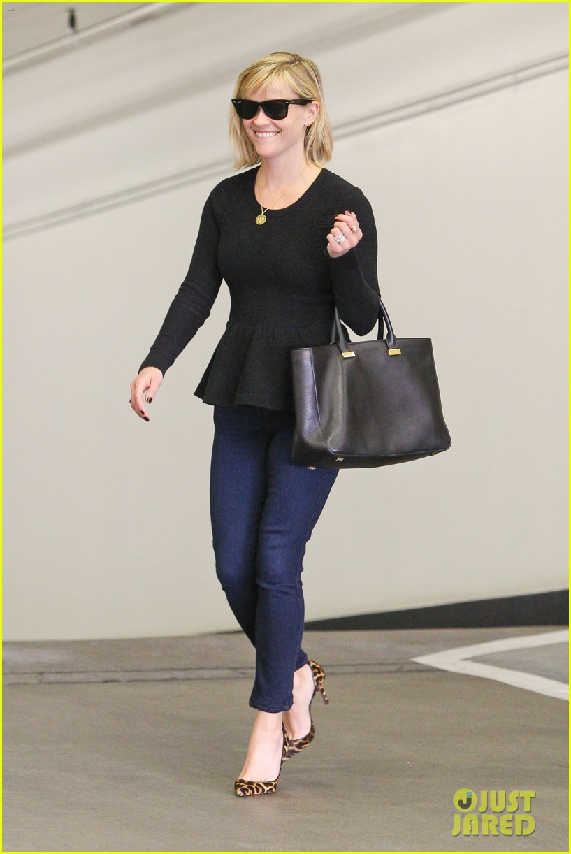 reese witherspoon no longer attached to the intern movie 063032359