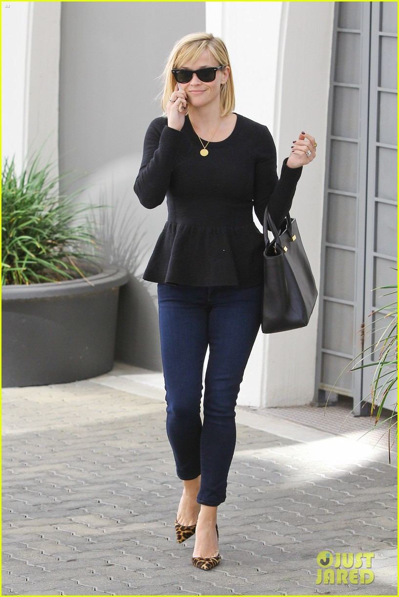 reese witherspoon no longer attached to the intern movie 093032362