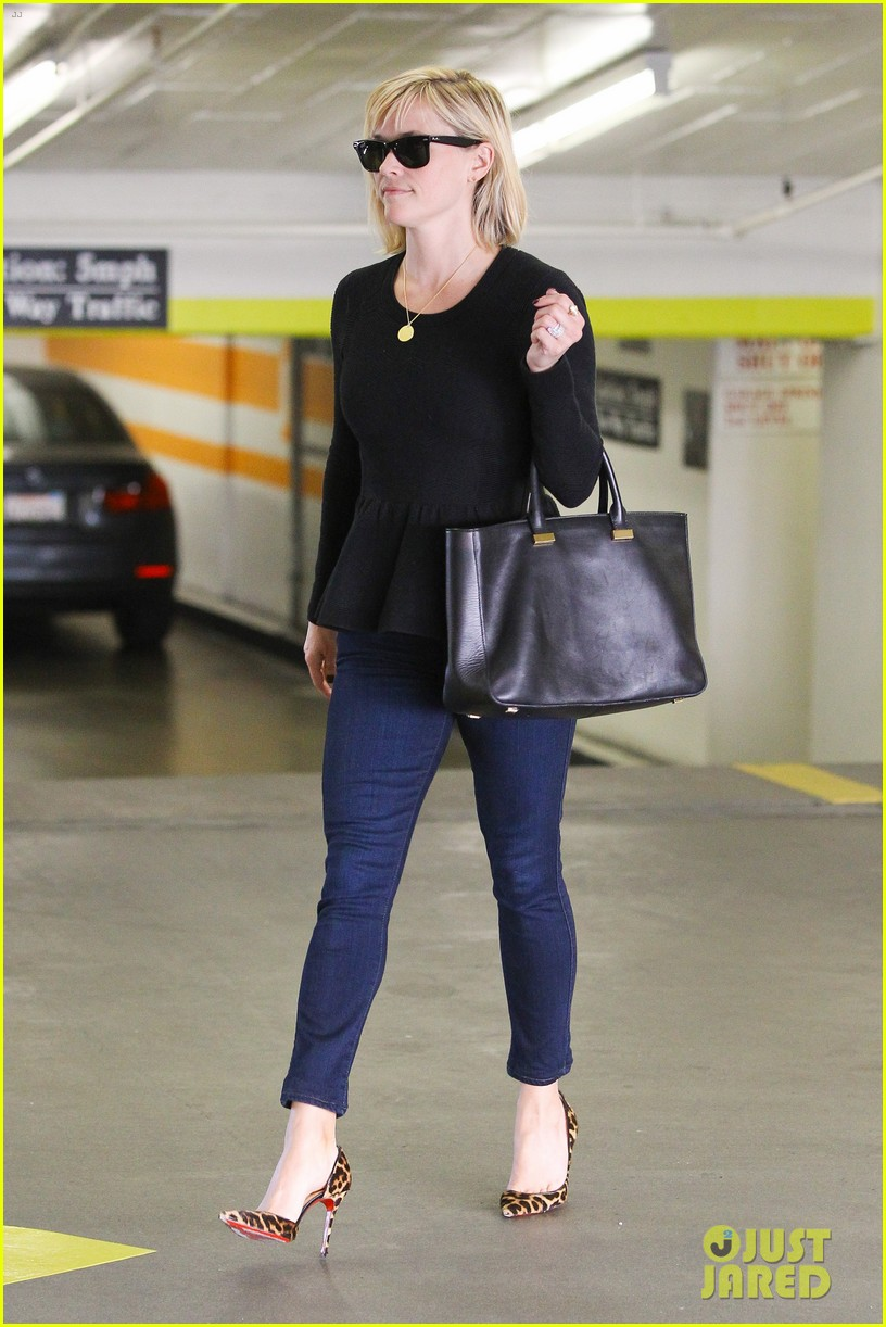 reese witherspoon no longer attached to the intern movie 103032363