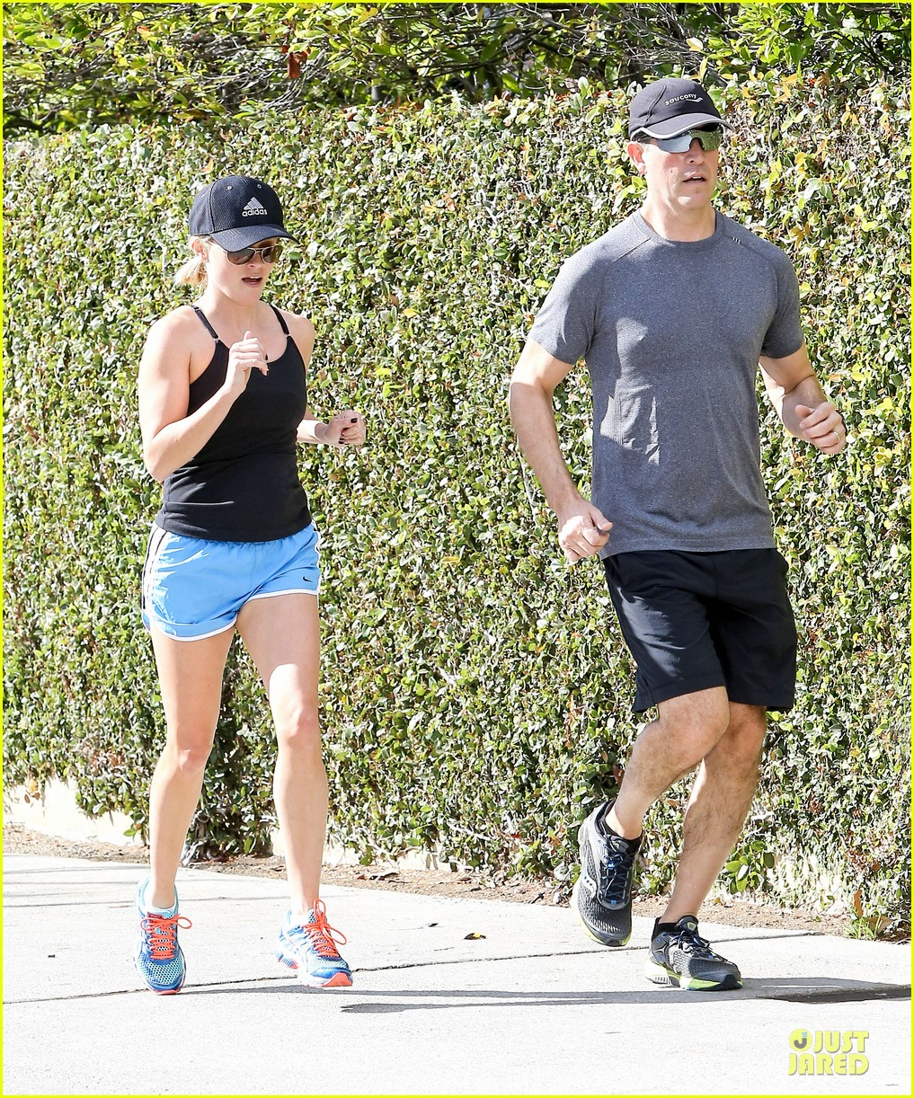 reese witherspoon jim toth jog the weekend away 053036174