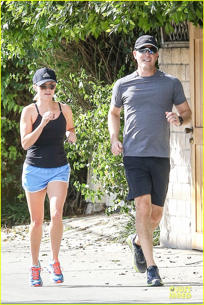 reese witherspoon jim toth jog the weekend away 063036175