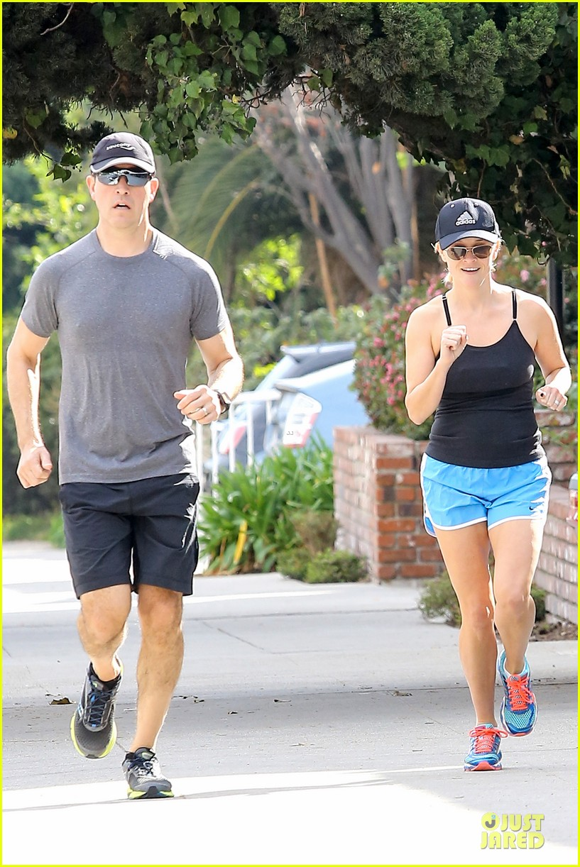 reese witherspoon jim toth jog the weekend away 083036177
