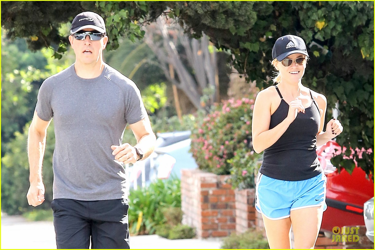 reese witherspoon jim toth jog the weekend away 093036178