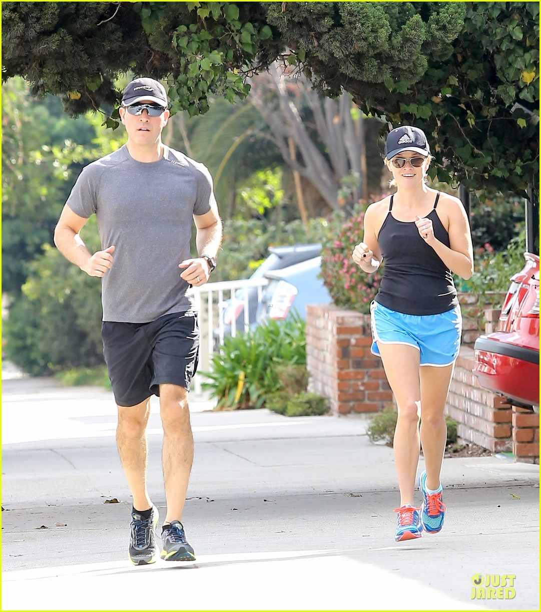 reese witherspoon jim toth jog the weekend away 103036179