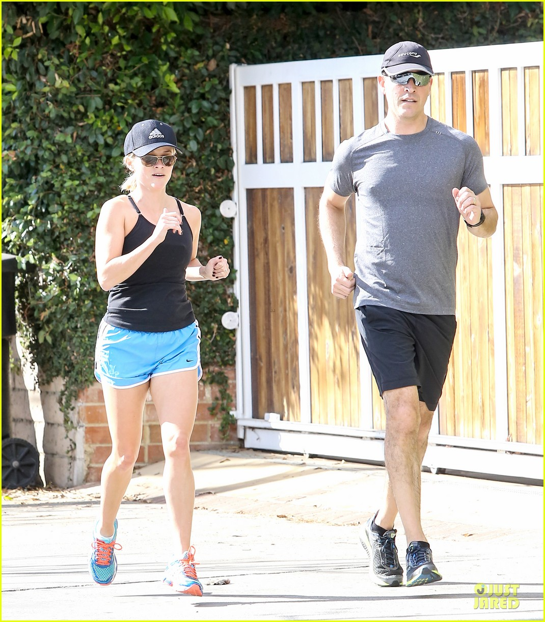 reese witherspoon jim toth jog the weekend away 113036180