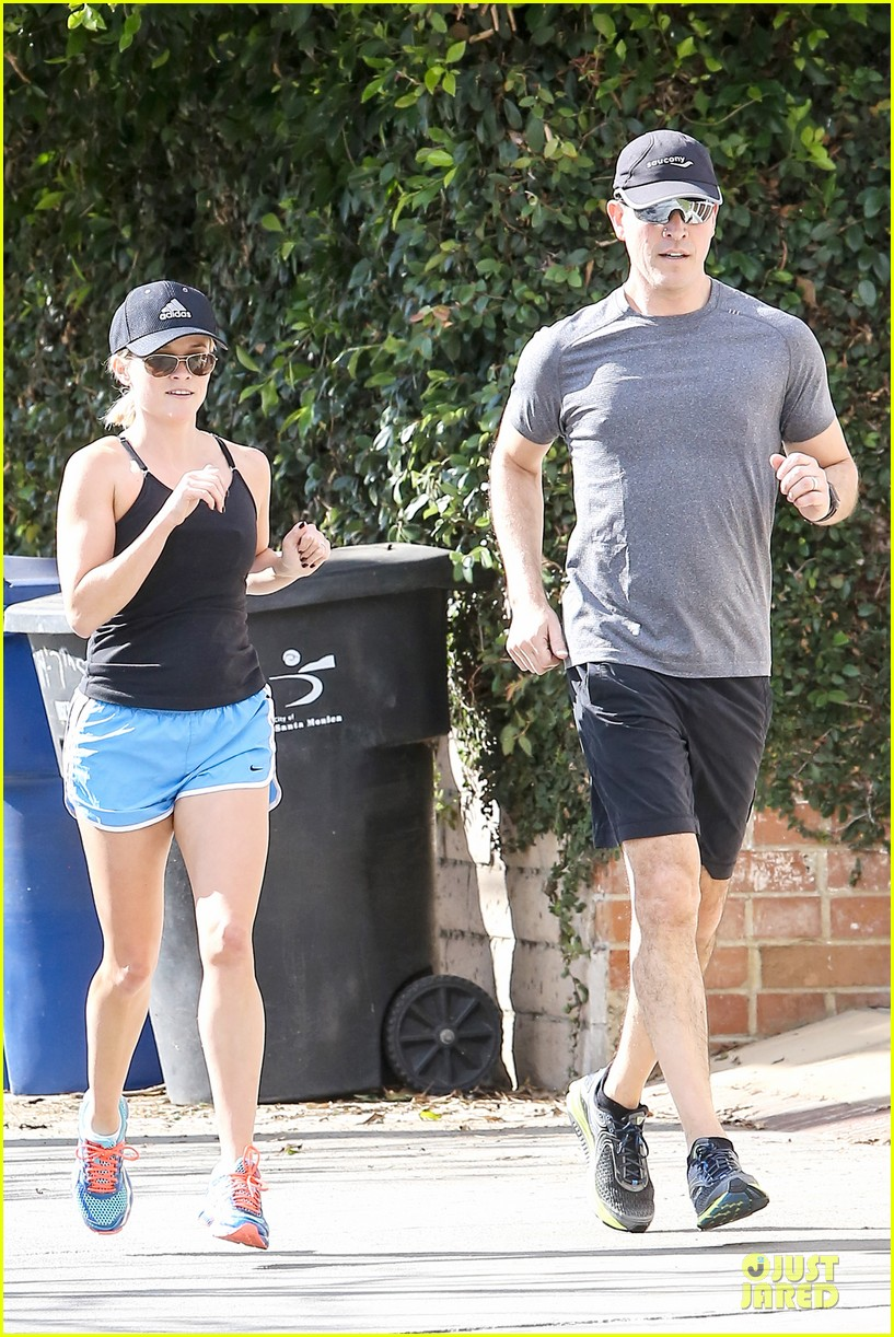 reese witherspoon jim toth jog the weekend away 143036183